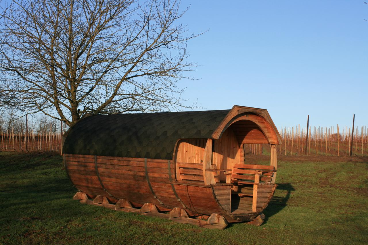 Romantisch weekendje weg Helshoven wine barrel